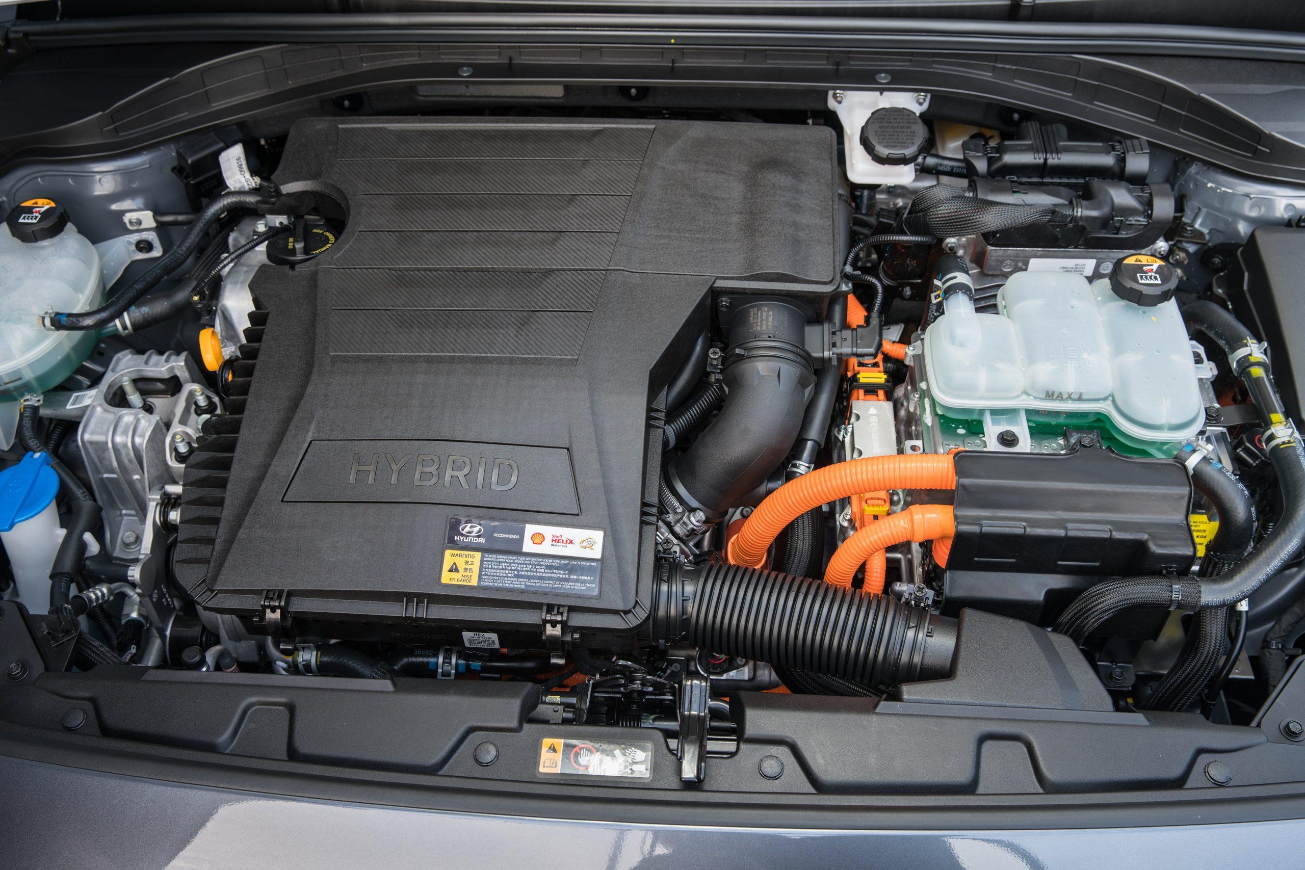 Hyundai Ioniq hybrid motortér